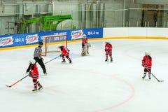 Hockeyturnier unter children' s-Teams Stockbild