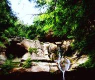 hocking瀑布的小山 库存图片