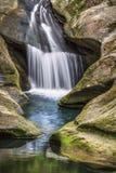 Hocking-Hügel-Spritzen - Ohio-Wasserfall lizenzfreie stockfotografie