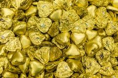 Hocolate καραμελών Ð ¡ καρδιά περιτυλιγμάτων που διαμορφώνεται χρυσή Στοκ Εικόνες