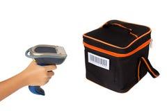 Hoding e scatola di picnic di esame con lo scanne del codice a barre Fotografie Stock Libere da Diritti