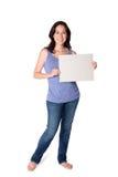 Hoding whiteboard för lycklig kvinna royaltyfri bild