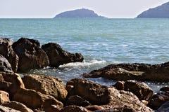 Hodowa? mussels w morzu zatoka los angeles Spezia w Ligur zdjęcia stock