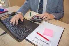 Hoe te om een businessplan te creëren Het openen van nieuwe bedrijfsideeën Stock Foto's
