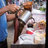 Hoe te om tot koffie Thaise stijl te maken royalty-vrije stock fotografie