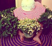 Hoed, kind, bloemen Stock Foto