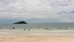 Hoed Nang Ram Beach in Oostelijk Thailand stock videobeelden