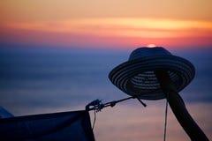 Hoed op zonsondergangachtergrond Royalty-vrije Stock Afbeelding