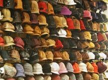 Hoeden in winkel Stock Foto's