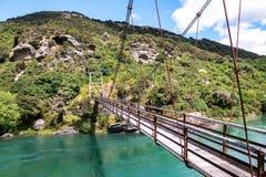 Hoefijzerkrommingshangbrug over Clutha-Rivier mata-Au, Zuideneiland Nieuw Zeeland stock afbeeldingen