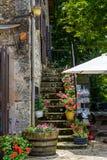 Hoek in de versterkte stad van La Couvertoirade in Larzac-gebied, Frankrijk stock afbeeldingen