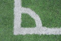 Hoek van een synthetisch voetbalgebied stock foto