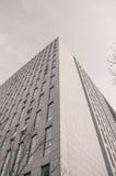 Hoek van het high-rise gebouw Stock Foto's