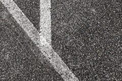 Hoek van witte lijnen op asfalt royalty-vrije stock fotografie