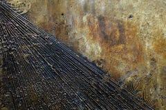 Hoekig lijnontwerp op rotsmuur stock fotografie