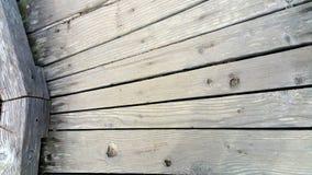 Hoekige Doorstane Houten Raad - Achtergrond stock foto's