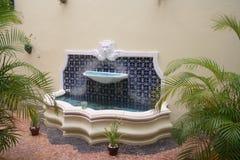Hof-Brunnen Stockfoto