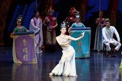Hof de dans-tweede handeling: een feest in de van het paleis-heldendicht de Zijdeprinses ` dansdrama ` stock foto's
