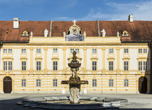 Hof der historischen Melk-Abtei Lizenzfreie Stockbilder
