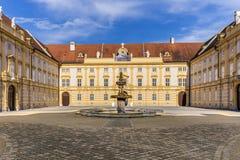 Hof der historischen Melk-Abtei Lizenzfreie Stockfotos