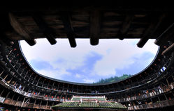 Hof des Erdschlosses, gekennzeichneter Wohnsitz im Süden von China Lizenzfreies Stockbild