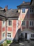 Hof des Jansky-Hügel-Schlosses Lizenzfreies Stockbild