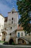 Hof des mittelalterlichen königlichen gotischen Schlosses Krivoklat, zentrales Boh stockbild