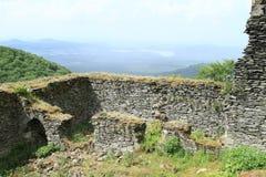 Hof des Schlosses Bezdez lizenzfreie stockfotos