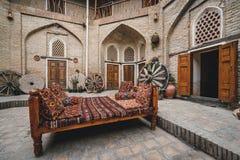 Hof eines mittelalterlichen Caravanserai in Bukhara, Usbekistan Zentralasien lizenzfreie stockfotografie
