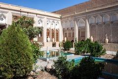 Hof eines traditionellen Hauses in Yazd Lizenzfreie Stockbilder