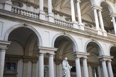 Hof Palazzo Brera stockfotos