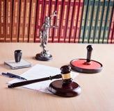 Hof Rechters_ s hamer stock afbeelding