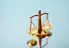 hof rechtvaardigheid Schalen op spiegel Royalty-vrije Stock Fotografie