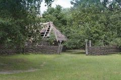 Hof und alte Hütte Lizenzfreie Stockfotos