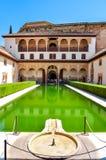Hof van de Mirte in Nasrid-Paleis in Alhambra, Granada, Spanje stock fotografie