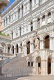 Hof van het Paleis van Doges in Venetië stock afbeelding