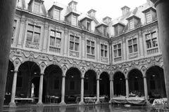 Hof - Vieille-Börse - Lille - Frankreich Lizenzfreies Stockfoto