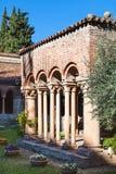 Hof von Basilica di San Zeno in Verona Lizenzfreie Stockfotografie