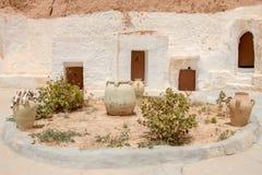 Hof von Berberuntertagewohnungen, Matmata, Tunisa stockfoto