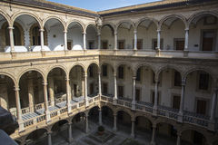 Hof von Palazzo-dei Normanni in Palermo Stockfotografie