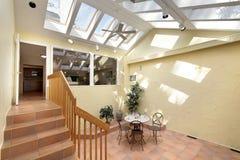 Hofbereich mit Terrakotta Stockbild