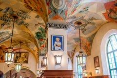 Hofbrauhaus内部在慕尼黑 免版税库存照片