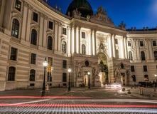 Hofburg slott från Michaelerplatz arkivfoto