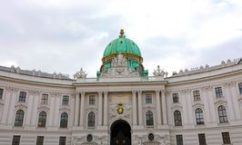 Hofburg slott på den St Michael fyrkanten Michaelerplatz, Wien, Österrike arkivfoto
