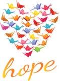 Hoffen Sie Text unter einem Herzen, das mit Origamipapierkränen gefüllt wird Stockbilder