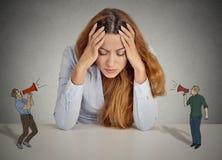 Hoffnungslose unglückliche junge Geschäftsfrau stockfotos