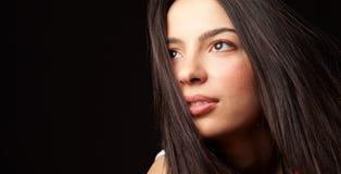 Hoffnungsvolle junge nette Kursteilnehmerfrau Stockbilder