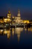 Hofkirche kyrktar, Royal Palace - den natthorisont-Dresden Tyskland Royaltyfri Bild