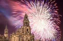 Hofkirche lub katedra Święta trójca i wakacyjni fajerwerki - barokowy kościół w Drezdeńskim, Sachsen, Niemcy Zdjęcie Royalty Free