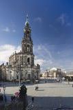 Hofkirche och Semperoper som ses från den Brà ¼hl'sens terrass Royaltyfri Fotografi